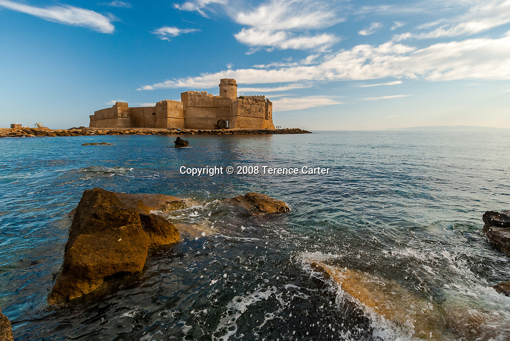 Le Castella: a splendid Norman castle that appears to float at sea.