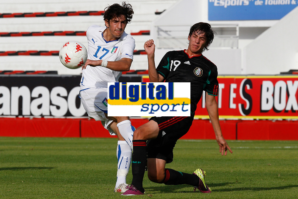FOOTBALL - UNDER 20 - INTERNATIONAL TOULON FESTIVAL 2011 - 3RD PLACE - MEXICO v ITALY - 10/06/2011 - PHOTO PHILIPPE LAURENSON / DPPI - SORIANO ROBERTO (ITA) / EDSON RIVERA (MEX)