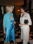 Sally Greene and Dorit Zarach. party hosted by Sally Greene for Michael Bloomberg Chelsea. London 2000. © Copyright Photograph by Dafydd Jones 66 Stockwell Park Rd. London SW9 0DA Tel 020 7733 0108 www.dafjones.com