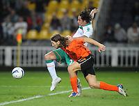 FUSSBALL     UEFA CUP  FINALE  SAISON 2008/2009 Shakhtar Donetsk - SV Werder Bremen 20.05.2009 Dmytro Chygrynskiy (Shakhtar links) gegen Claudio Pizarro (Bremen)