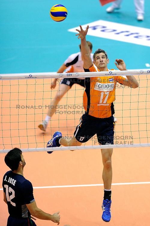 30-05-2010 VOLLEYBAL: EK KWALIFICATIE NEDERLAND - PORTUGAL: ROTTERDAM <br /> Nederland verslaat Portugal met 3-0 / Rob Bontje <br /> &copy;2010-WWW.FOTOHOOGENDOORN.NL