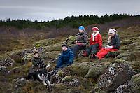 Ari Carl, Eliot, Manon, Bjargey og Arndís ásamt Astro í Heiðmörk.