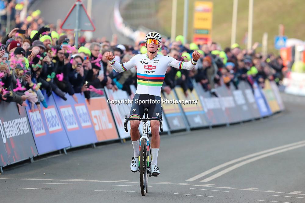 26-01-2020: Wielrennen: Wereldbeker Veldrijden: Hoogerheide<br />Mathieu van der Poel wint in Hoogerheide