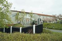 24.04.98, Germany/Düren:<br /> Rheinische Landesklinik, Düren, Forensische Anstalt, Ansicht des Eigngangsgebäudes mit Mauer<br /> IMAGE: 19980424-02/01-05