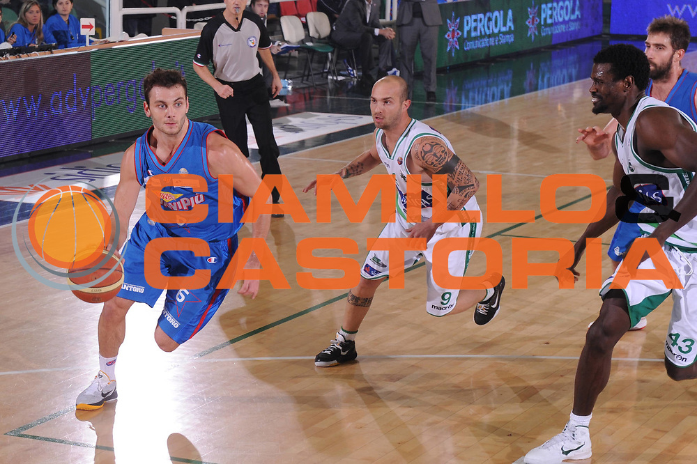 DESCRIZIONE : Avellino Lega A 2011-12 Sidigas Avellino Novipiu Casale Monferrato<br /> GIOCATORE : Stefano Gentile<br /> SQUADRA : Novipiu Casale Monferrato<br /> EVENTO : Campionato Lega A 2011-2012<br /> GARA : Sidigas Avellino Novipiu Casale Monferrato<br /> DATA : 20/11/2011<br /> CATEGORIA : palleggio<br /> SPORT : Pallacanestro<br /> AUTORE : Agenzia Ciamillo-Castoria/GiulioCiamillo<br /> Galleria : Lega Basket A 2011-2012<br /> Fotonotizia : Avellino Lega A 2011-12 Sidigas Avellino Novipiu Casale Monferrato<br /> Predefinita :