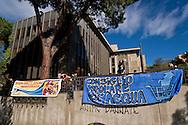 """ROMA, ITALIA - 27 Ottobre: Il Consiglio Popolare dell'acqua e della democrazia occupa la sede della Marco Polo Srl : una """"join venture"""" di proprieta Acea ( Azienda Comunale Energia e Ambiente) per chiedere una gestione partecipata dell'acqua e dei servizi pubblici  il 27 ottobre 2016 a Roma, Italia. Foto di Stefano Montesi<br /> <br /> ROMA, ITALY - OCTOBER 27:  The People's Council Water and democracy occupies the seat of Marco Polo Srl: a """"join venture"""" owned ACEA (Municipal Energy and Environment Company) to ask  a participatory management of water and public services on October 27, 2016 in Rome, Italy."""