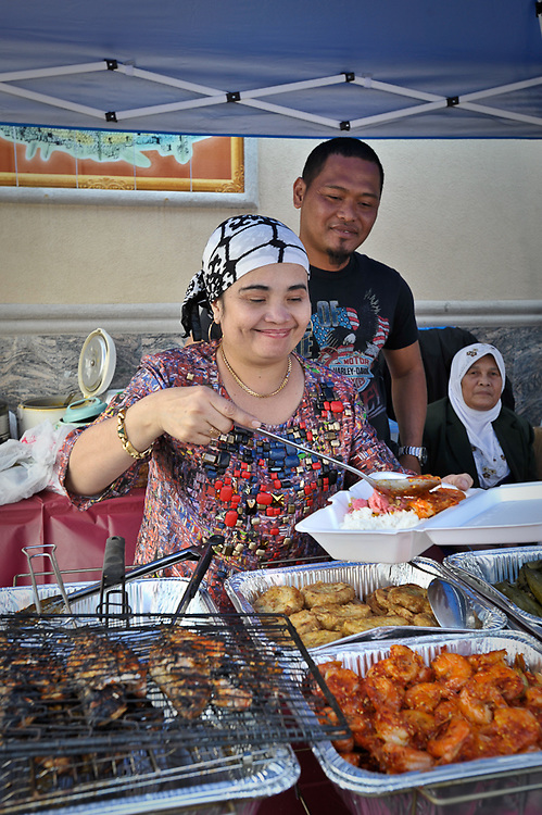 Indonesian Food Bazaar, wife, husband and mother from Padang