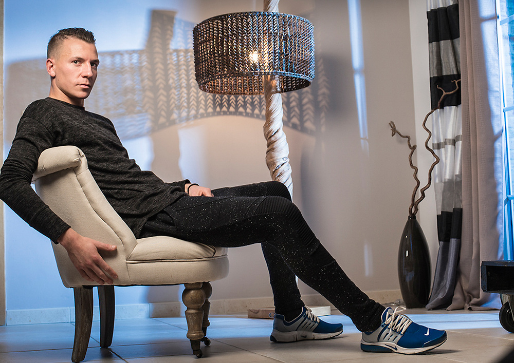 20151110 Braine L'Alleud Clement TAINMONT avec epouse poses for the photographer at home <br /> <br />  / SOCCER / FOOTBALL / VOETBAL / Charleroi PICTURE BY FRANK ABBELOOS /  ISOSPORT