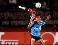 13-09-2008 VOETBAL:FC TWENTE:NEC NIJMEGEN:ENSCHEDE <br /> Bas Sibum wordt door Cheick Tioté in de nek gesprongen<br /> Foto: Geert van Erven