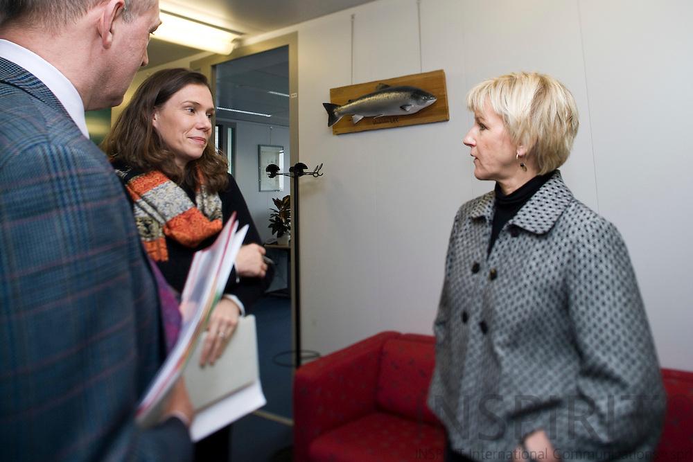 BRUSSELS - BELGIUM - 06 FEBRUARY 2009 -- The Swedish EU Commissioner Margot WALLSTRÖM having a quick corridor meeting with two members of her staff David MONKCOM, speach writer, and Caroline LAMBERT. Photo: Erik Luntang/INSPIRIT