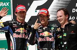Motorsports / Formula 1: World Championship 2010, GP of Brazil, 06 Mark Webber (AUS, Red Bull Racing),   05 Sebastian Vettel (GER, Red Bull Racing), Christian Horner (GBR, Teamchef Red Bull Racing),