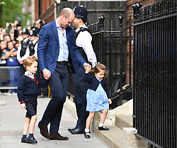 © Licensed to London News Pictures. 23/04/2018. London, UK. PRINCE WILLIAM leads Prince George and Princess Charlotte in to visit THE DUCHESS OF CAMBRIDGE in the Lindo Wing at St Mary's Hospital in London. The Duchess gave birth to a baby boy earlier today.. Photo credit: Guilhem Baker/LNP