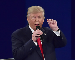 Das zweite TV-Duell: Donald Trump beim Town Hall Meeting in St. Louis / 091016 *** The second debate between the Republican and Democratic presidential candidates Clinton / Trump at Washington University in St. Louis, Mo.; Ocober 9th, 2016 ***