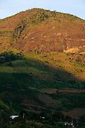 Pedra Bonita_MG, Brasil...Casas em uma paisagem rural em Pedra Bonita...Houses in the rural landscape in Pedra Bonita...Foto: LEO DRUMOND / NITRO