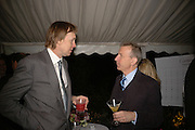 JAMES STOURTON AND CLIVE ASLETT, Cartier dinner in the Chelsea Physic Garden. 22 May 2006. ONE TIME USE ONLY - DO NOT ARCHIVE  © Copyright Photograph by Dafydd Jones 66 Stockwell Park Rd. London SW9 0DA Tel 020 7733 0108 www.dafjones.com