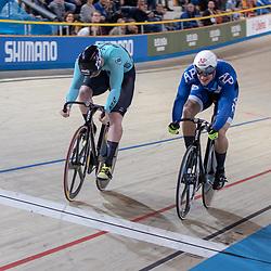 27-12-2018: Wielrennen: NK Baan: Apeldoorn<br />Roy van den Berg dwingt een belle af tijdens het NK sprint tegen Jeffrey Hoogland