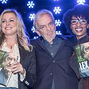 NLD/Bussum/20190306  - boekpresentatie 50 jaar Nederlandse popcultuur van Lex Harding, Lex Harding overhandigt het eerste boek aan Sylvana Simons en Bridget Maasland