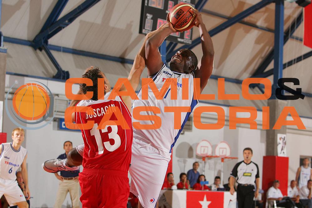DESCRIZIONE : Grado Precampionato Lega A1 2006-07 TDshop Basket Livorno Bipop Carire Reggio Emilia <br /> GIOCATORE : Whorton <br /> SQUADRA : TDshop Basket Livorno <br /> EVENTO : Precampionato Lega A1 2006-2007 <br /> GARA : TDshop Basket Livorno Bipop Carire Reggio Emilia <br /> DATA : 15/09/2006 <br /> CATEGORIA : Tiro <br /> SPORT : Pallacanestro <br /> AUTORE : Agenzia Ciamillo-Castoria/S.Silvestri <br /> Galleria : Lega Basket A1 2006-2007 <br /> Fotonotizia : Grado Precampionato Italiano Lega A1 2006-2007 TDshop Basket Livorno Bipop Carire Reggio Emilia <br /> Predefinita :