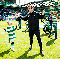 24/05/15 SCOTTISH PREMIERSHIP<br /> CELTIC v INVERNESS CT<br /> CELTIC PARK - GLASGOW<br /> Celtic manager Ronny Deila (right) celebrates with Jay Beatty<br /> ** ROTA IMAGE - FREE FOR USE **