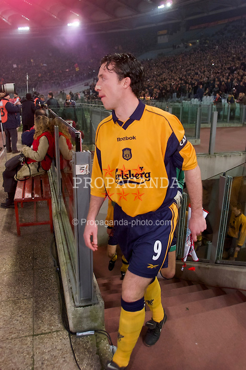 ROME, ITALY - Thursday, February 15, 2001: Liverpool's captain Robbie Fowler leads the team out before the UEFA Cup 4th Round 1st Leg match against AS Roma at the Stadio Olimpico. (Pic by David Rawcliffe/Propaganda)