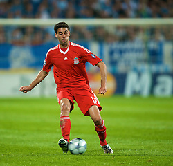 MARSEILLE, FRANCE - Tuesday, September 16, 2008: Liverpool's Alvaro Arbeloa in action against Olympique de Marseille during the opening UEFA Champions League Group D match at the Stade Velodrome. (Photo by David Rawcliffe/Propaganda)