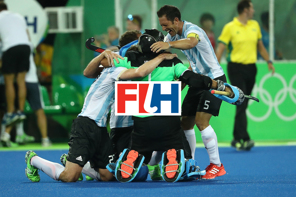 RIO DE JANEIRO, BRAZIL - AUGUST 18:  Argentina celebrate winning the Men's Hockey Gold Medal match between Belgium and Argentina on Day 13 of the Rio 2016 Olympic Games at Olympic Hockey Centre on August 18, 2016 in Rio de Janeiro, Brazil.  (Photo by Sean M. Haffey/Getty Images)