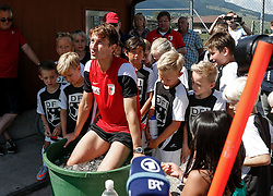 21.07.2015, Trainingsplatz, Walchsee, AUT, FC Augsburg, Trainingslager, im Bild Paul Verhaegh (FC Augsburg #2) in der Eistonne nach dem Training, mit Kindern aus einem Fussball-Camp, // during a training session of the German Bundesliga Club FC Augsburg at the Trainingsplatz in Walchsee, Austria on 2015/07/21. EXPA Pictures © 2015, PhotoCredit: EXPA/ Eibner-Pressefoto/ Krieger<br /> <br /> *****ATTENTION - OUT of GER*****