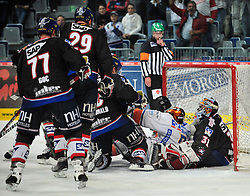 01.10.2010, SAP-Arena, Mannheim, GER, DEL, Adler Mannheim vs Iserlohn Roosters, im Bild viel Betrieb vorm Tor von Brathwaite Fred (Adler #31), EXPA Pictures © 2010, PhotoCredit: EXPA/ nph/  Roth+++++ ATTENTION - OUT OF GER +++++