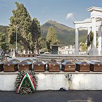 Salerno: funerali delle 26 giovani migranti