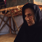 The lack of resources of camels and goats has forced the youngest generations to learn the nomadic live once almost forgotten by these men of the desert. The elderly, whose work based in traditional medicine and the treatment of the leather was once the main income, are the more affected as they feel they cannot contributed to the camps.