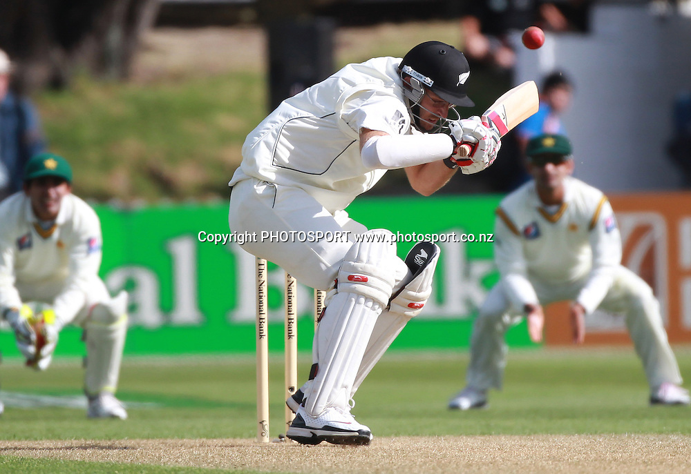 Daniel Vettori ducks a bouncer during play on Day 1 of the 2nd test match.  New Zealand Black Caps v Pakistan, Test Match Cricket. Basin Reserve, Wellington, New Zealand. Saturday 15 January 2011. Photo: Andrew Cornaga/photosport.co.nz