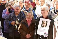 13 OCT 2003, BERLIN/GERMANY:<br /> Rentner Demonstration der Partei Die Grauen / Graue Panther gegen Rentenkuerzungen und Sparplaene der Bundesregierung, Unter den Linden, vor dem Roten Rathaus<br /> IMAGE: 20031013-01-022<br /> KEYWORDS: Demo, Kundgebung, Senioren, Senior, Protest, demonstration, demonstrator