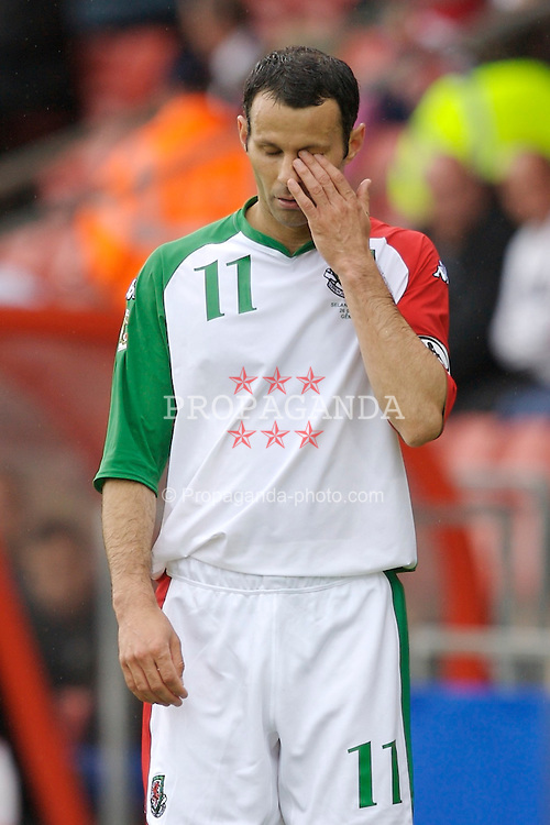 Wrexham, Wales - Saturday, May 26, 2007: Wales' Ryan Giggs looks dejected during the 2-2 International Friendly draw with New Zealand at the Racecourse Ground. (Pic by David Rawcliffe/Propaganda)