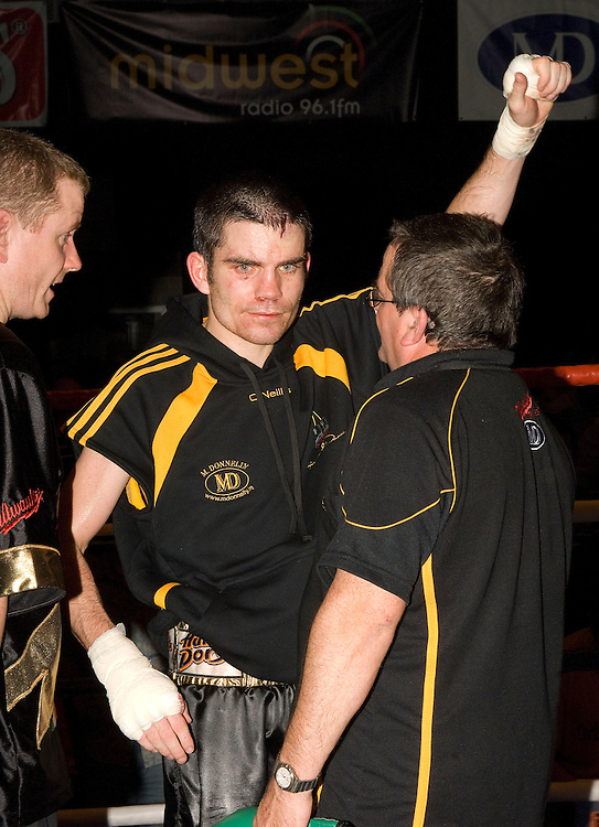 Hunky Dorys Fight night at the International Events Arena at Breaffy House, Castlebar, Co Mayo. Bernard Dunne salutes his loyal fans after the  Super-Bantamweight contest. Pic: Michael Mc Laughlin