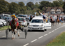 © Licensed to London News Pictures. 21/08/2018. Epsom, UK. The hearse carrying the coffin of traveller Mikey Connors races on a road on Epsom Downs before his burial at a nearby cemetery. 32 year-old Mikey Connors, the nephew of My Big Fat Gypsy Wedding star Paddy Doherty, was killed when his horse-and-cart was hit by a car in Thamesmead on July 28. Photo credit: Peter Macdiarmid/LNP