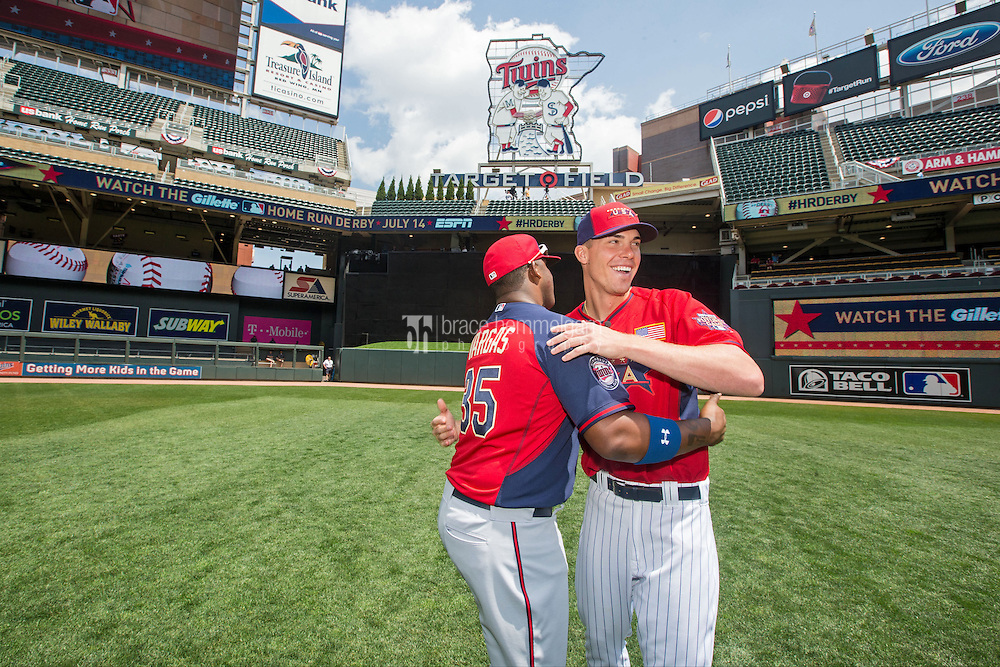 MINNEAPOLIS, MN- JULY 13: Kennys Vargas #35 of the World Team and Alex Meyer #17 of the U.S. Team during the SiriusXM All-Star Futures Game at Target Field on July 13, 2014 in Minneapolis, Minnesota. (Photo by Brace Hemmelgarn) *** Local Caption *** Alex Meyer;Kennys Vargas
