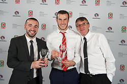 CARDIFF, WALES - Monday, October 5, 2015: Men's Fans Favourite award winner Gareth Bale and Bangor City's Sion Edwards and his father with the Welsh Premier League Clubman of the Year Award during the FAW Awards Dinner at Cardiff City Hall. (Pic by Ian Cook/Propaganda)