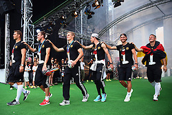 15.07.2014, Brandenburger Tor, Berlin, GER, FIFA WM, Empfang der Weltmeister in Deutschland, Finale, im Bild Manuel Neuer, Kevin Grosskreutz, Matthias Ginter, Julian Draxler, Benedikt Hoewedes and Bastian Schweinsteiger (L-R) // during Celebration of Team Germany for Champion of the FIFA Worldcup Brazil 2014 at the Brandenburger Tor in Berlin, Germany on 2014/07/15. EXPA Pictures © 2014, PhotoCredit: EXPA/ Eibner-Pressefoto/ Pool<br /> <br /> *****ATTENTION - OUT of GER*****