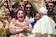 May 31, 2017: Pope Francis greets the performers from the Cirque du Soleil circus during his weekly general audience, in St.Peter's Square. Antoine Mekary   Aleteia   I.Media