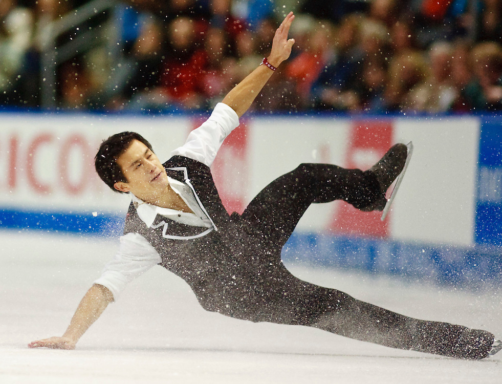 20101029 -- Kingston, Ontario --  Patrick Chan of Canada falls during  his short program at the 2010 Skate Canada International in Kingston, Ontario, Canada, October 29, 2010.<br /> AFP PHOTO/Geoff Robins