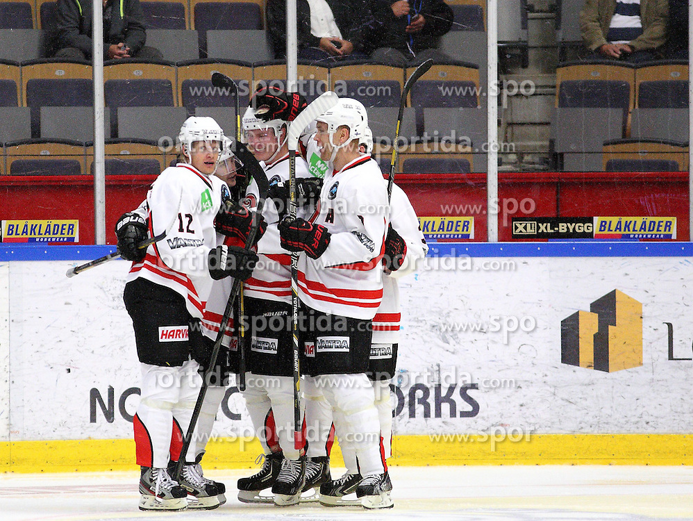15.08.2013, Cloetta Center, Link&ouml;ping, SWE, European Trophy, Link&ouml;ping HC vs JYP Jyv&auml;skyl&auml;, im Bild JYP Jyv&auml;skyl&auml; m&aring;lskytt scorer JYP Nr 34 Markus Nenomen 1-1, Nyckelord: gratuleras av lagmedlemmar congratulations // during the European Trophy Icehockey match betweeen Link&ouml;ping HC and JYP Jyv&auml;skyl&auml; at the Cloetta Center in Link&ouml;ping, Sweden on 2013/08/15. EXPA Pictures &copy; 2013, PhotoCredit: EXPA/ PicAgency Skycam/ Stefan Lindgren<br /> <br /> ***** ATTENTION - OUT OF SWE *****