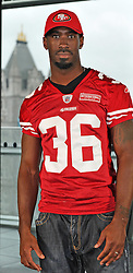 26.10.2010, City Hall, London, ENG, NFL, Photocall San Francisco 49ers and 49ers Goldrush Cheerleader, to Promote the NFL Game between Denver Broncos and the San Francisco 49ers to be played at Wembley Stadium, im Bild 49ers Cornerback Shawntee Spence posed for the cameras with Tower Bridge in the background. EXPA Pictures © 2010, PhotoCredit: EXPA/ IPS/ Sean Ryan +++++ ATTENTION - OUT OF ENGLAND/UK +++++