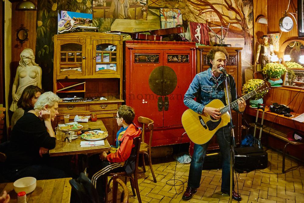 France, Paris, café chanson Chez Adel, 10 rue de la Grange aux Belles, 75010 Paris, canal Saint Martin