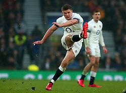 Owen Farrell of England kicks a penalty - Mandatory by-line: Robbie Stephenson/JMP - 18/11/2017 - RUGBY - Twickenham Stadium - London, England - England v Australia - Old Mutual Wealth Series