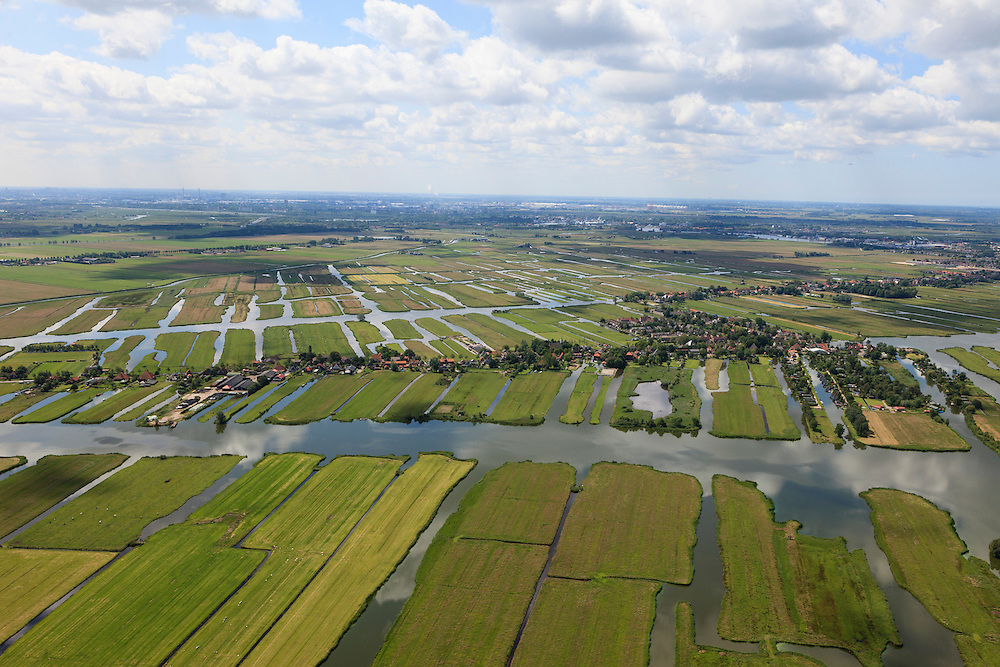 Nederland, Noord-Holland, Gemeente Wormerland, 14-06-2012; Polder Wormer, Jisp en Nek met de lintbebouwing van het dorp Jisp. De verkaveling in het gebied is het resultaat van veenontginning. Aan de horizon Zaandam (Zaanstad)..Polder in province North Holland (above Amsterdam) with villages. The division in plots in the area is the result of peat extraction..luchtfoto (toeslag), aerial photo (additional fee required);.copyright foto/photo Siebe Swart