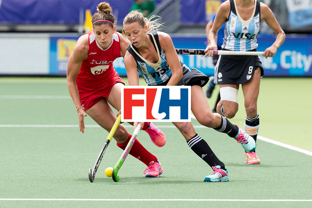 THE HAGUE - Rabobank Hockey World Cup 2014 - 14-06-2014 - 3/4 Place - WOMEN -  ARGENTINA - USA  - Delfina Merino en Rachel Dawson.<br /> Copyright: Willem Vernes