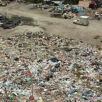 Huixquilucan, Méx.- Debido a que el ayuntamiento de Huixquilucan desacató la recomendación de la PROFEPA para retirar 20 toneladas de desperdicios, entre ellos de rastros, la Procuraduría Federal de Protección al Ambiente clausuró el basurero de Santiago Yacuitlalpan. Agencia MVT / José Israel Núñez. (DIGITAL)<br /> <br /> <br /> <br /> NO ARCHIVAR - NO ARCHIVE
