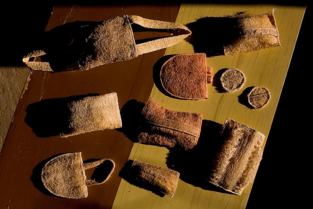 Mariana_MG, Brasil...Detalhe de artesanato com bucha vegetal...Detail of crafts with loofahs...Foto: LEO DRUMOND / NITRO.