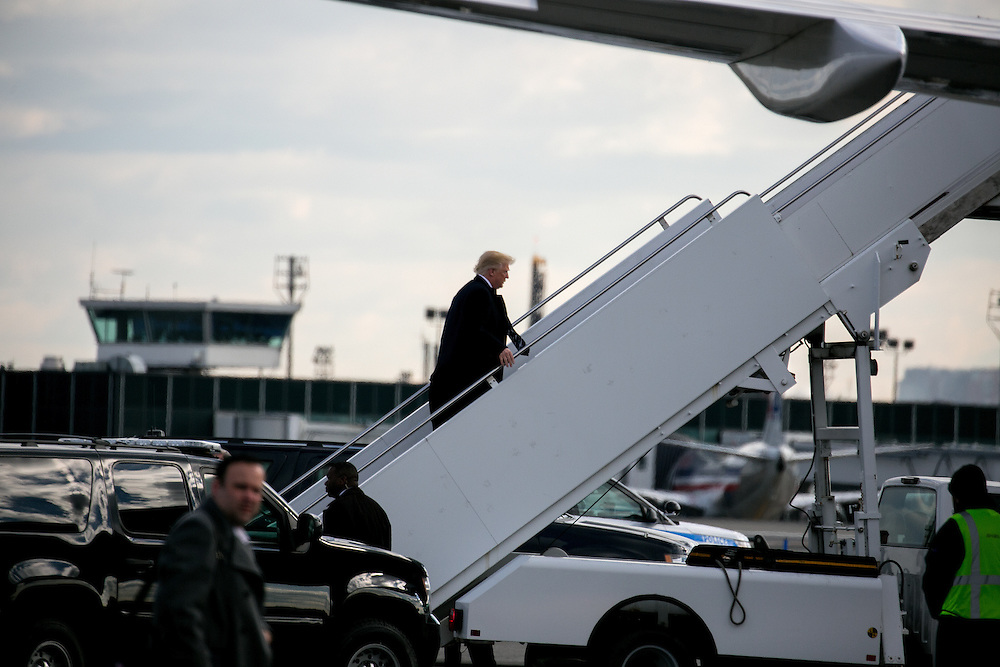 NEW YORK, NY - DECEMBER 9, 2016: President-elect Donald J. Trump boards his plane at LaGuardia Airport in Queens, New York. CREDIT: Sam Hodgson for The New York Times.