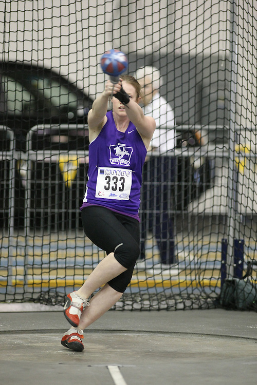 Windsor, Ontario ---12/03/09--- Sarah McIntosh of  the University of Western Ontario competes in the Women's Weight Throw at the CIS track and field championships in Windsor, Ontario, March 12, 2009..Sean Burges Mundo Sport Images